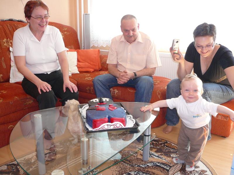 Toníček s narozeninovým dortem